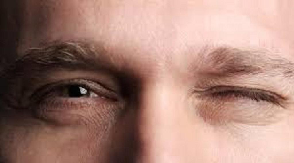 Mắt trái giật
