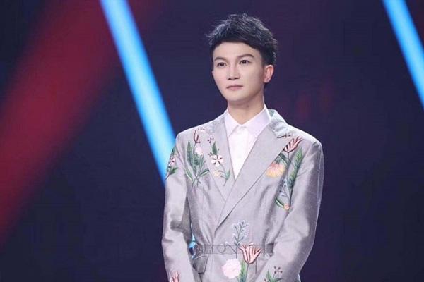 Ca sĩ Châu Thâm